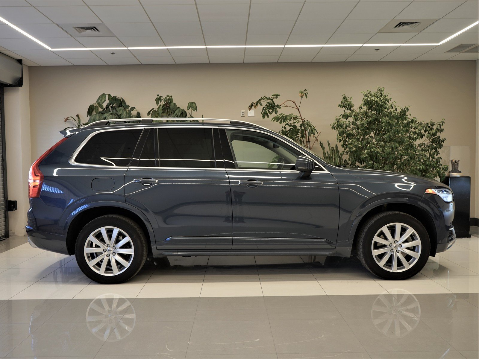 Pre-Owned 2018 Volvo XC90 Momentum
